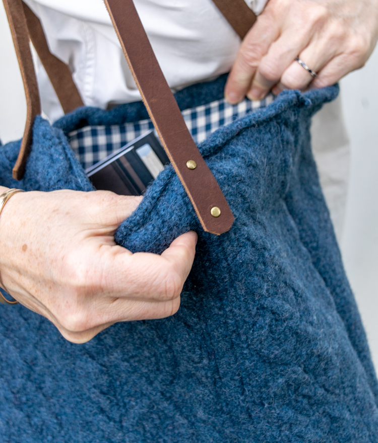 Make this cute DIY Recycled Sweater Tote