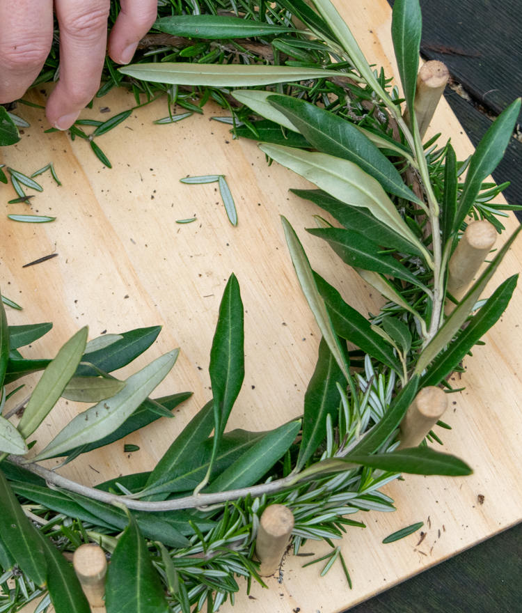 make an a wreath with a wreath jig