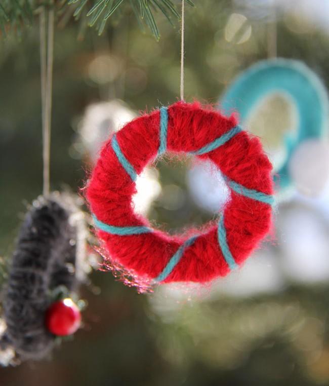 mini yarn wreaths christmas craft